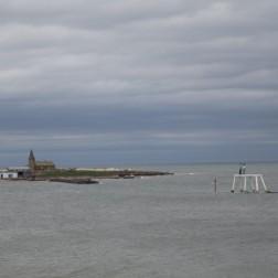 """Blick auf das """"Couple"""" und die Kirche am Uferrand"""